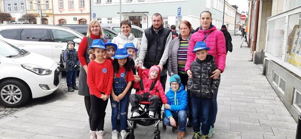 Popis: Úžasných 63 tisíc korun zvládli vydělat desetiletí školáci z Poličky během dvouměsíčního projektu Abeceda peněz.