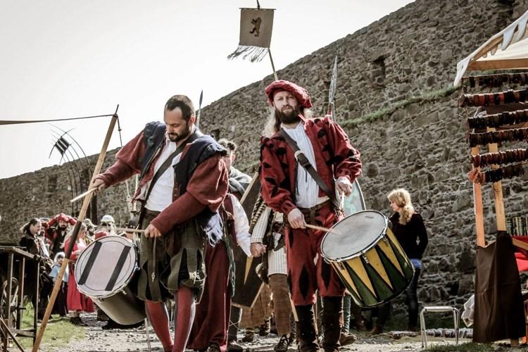Helfštýn ožije největším šermířským festivalem na Moravě. Nabídne dramatické souboje