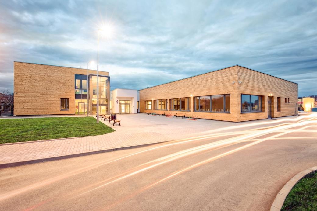 Veleň otevřela novou školu