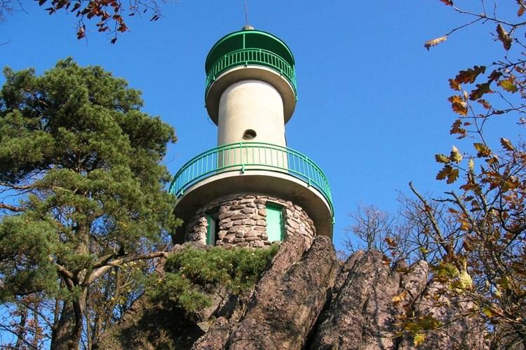 Rozhledna Babí lom nabízí výhled na Drahanskou vrchovinu či Pavlovské vrchy