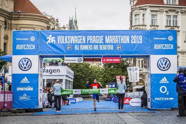Jubilejní Volkswagen Maraton Praha rozhodl o nejrychlejší škole v Česku