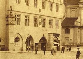 Výstava představuje historické fotografie i autentické stavební plány staré radnice v Litoměřicích