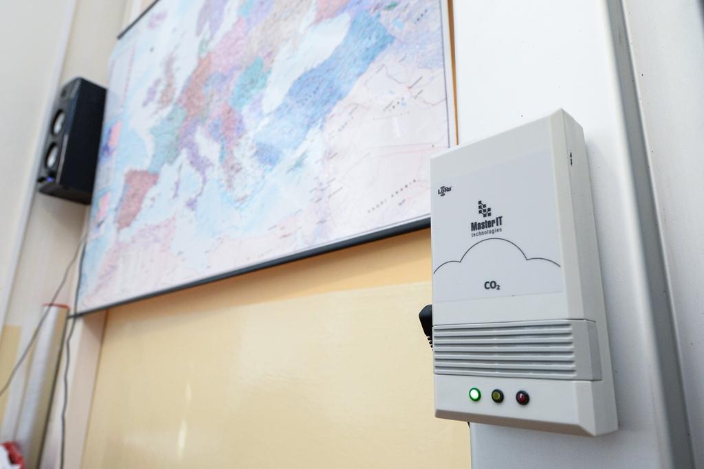 Čidla testují a hlídají vzduch ve škole v Plzni, zlepšila se pozornost žáků