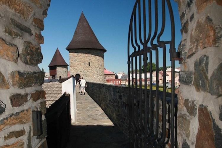 Vydejte se za nejdochovalejší městskou fortifikací v Česku. Kam? Do Poličky