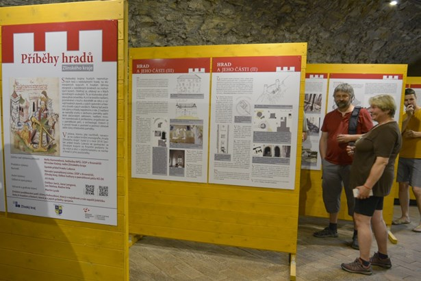 Popis: Výstava na necelých třiceti panelech představí historii hradů