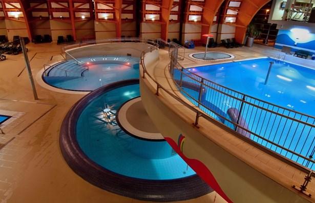 Popis: Krytý bazén v brněnské části Kohoutovice.