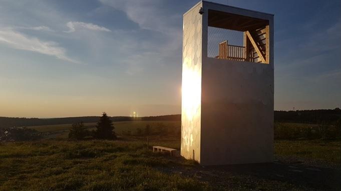 Z Boží vyhlídky je vidět vysílač na Klínovci či nejvyšší čedičový vrch ve střední Evropě