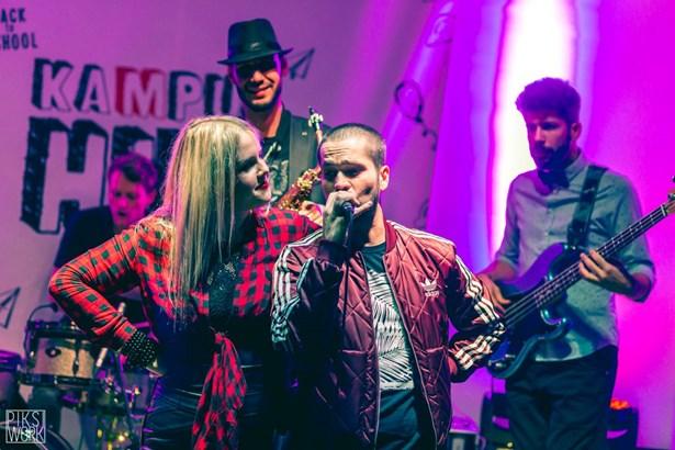 Popis: Na mezinárodním festivalu Komedianti v ulicích se představí také Leni Kravac.