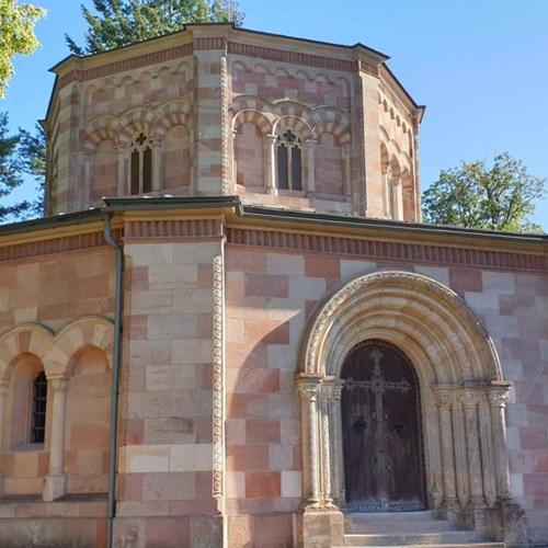 Harrachovská hrobka v Horní Branné