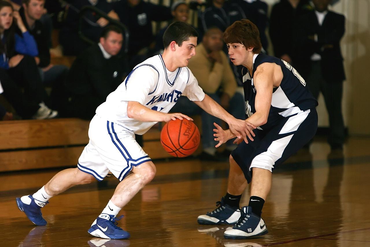 Při basketbalu nerozhoduje jen výška. Neméně důležitá je i rychlost či chytrost