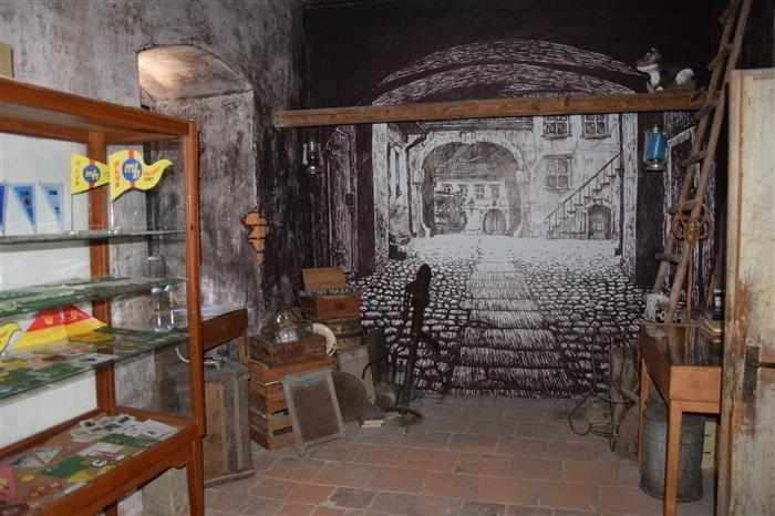 Popis: Kopie legendárních Stínadel stojí na Hradě v Ledči nad Sázavou.