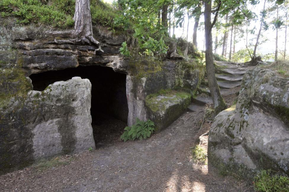 Zbytky hradu Stohánek nacházející se na pískovcovém skalisku Stoh.