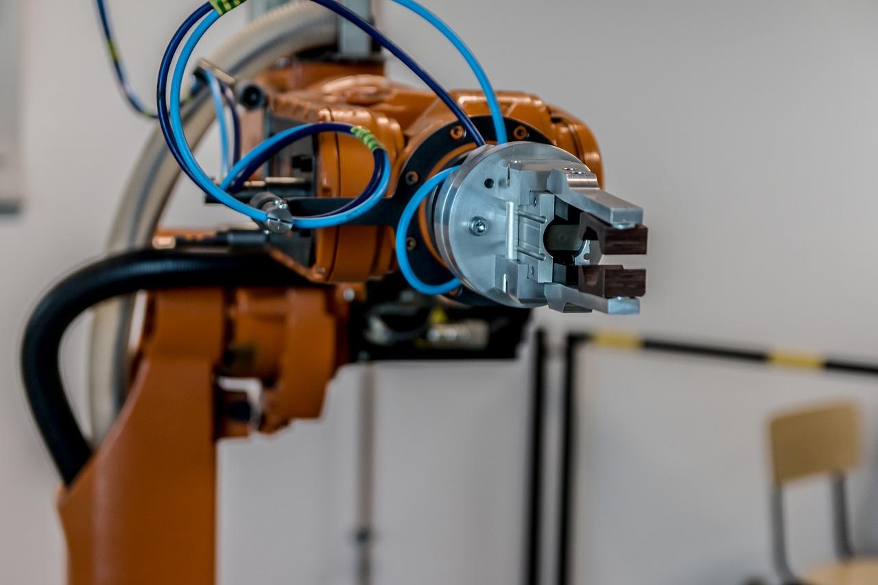 V Ústí nad Labem učí spolu s učitelem žáky robot. Na Základní škole Neštěmická