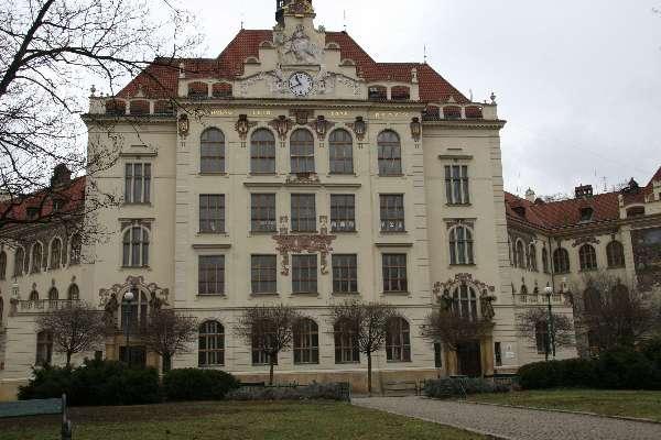 ZŠ Lyčkovo náměstí získala nově zrekonstruovaný objekt v Pernerově ulici