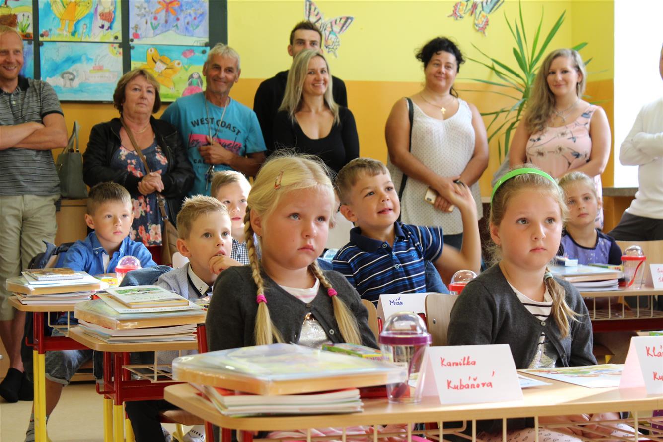 Začal nový školní rok. V Rožnově usedlo do lavic 152 nových prvňáčků