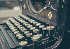 Výstava Vítkovický úředník – kancelář 19. a 20. století ukazuje krásu starých  psacích strojů a počítaček