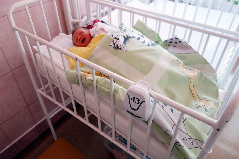 Dvanáct nových přístrojů zajistí bezpečný spánek novorozenců v Nemocnici Přerov