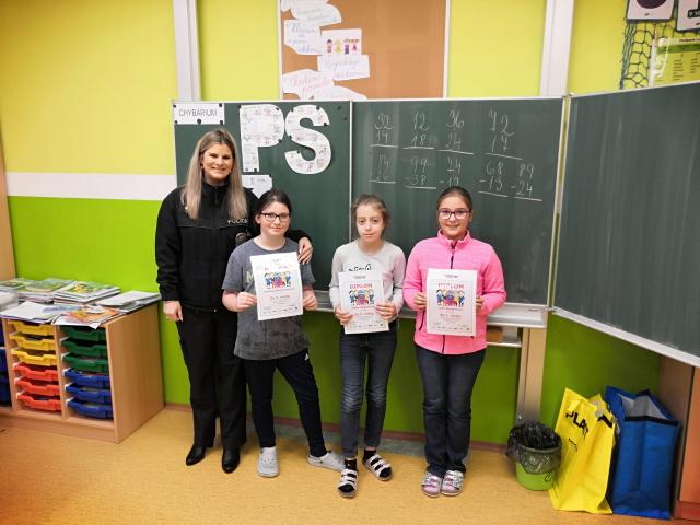 Policisté vyhodnotili výsledky literární a výtvarné soutěže s dopravní tématikou pro žáky základních škol