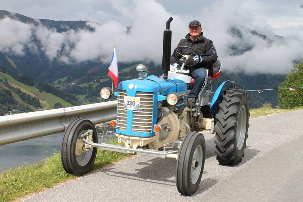 Popis: Martin Havelka ze Škdlovic při cestě v Alpách.