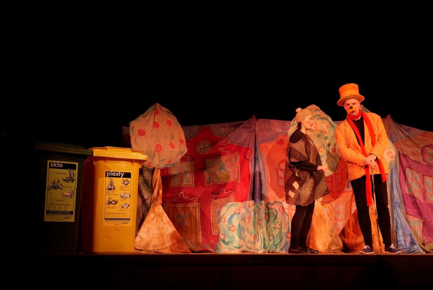 Balynka učila třídit děti odpad v Kadani