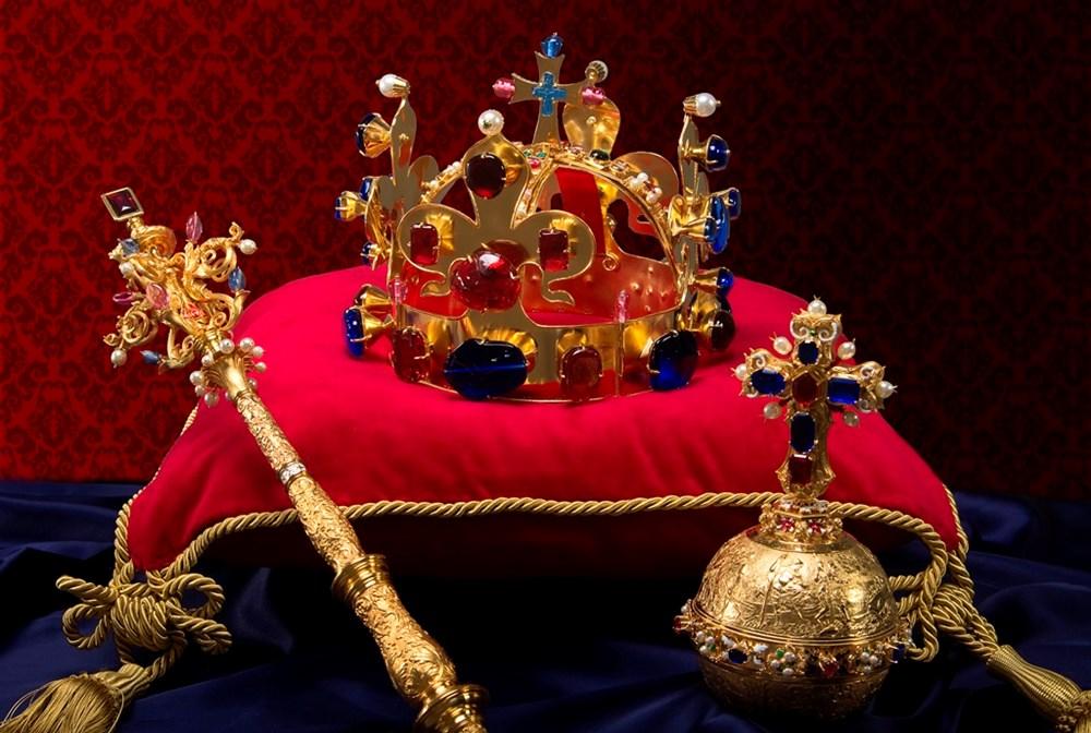 Popis: Mistrovská replika Českých korunovačních klenot – použitá při výstavě.