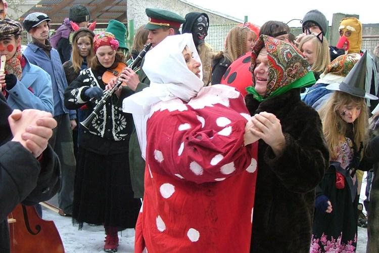 Masopustní průvod se vydá potěšit obyvatele Zubrnic. Děti si mohou půjčit masky