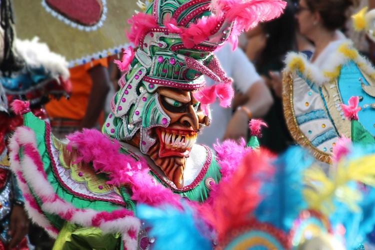 Únětický masopust nabídne až tři metry vysoké masky. Bude se zpívat, tančit a veselit