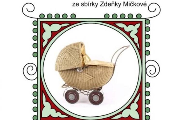 Ve Veselí nad Moravou je k vidění sbírka kočárků doplněná o peřinky, panenky i oblečky