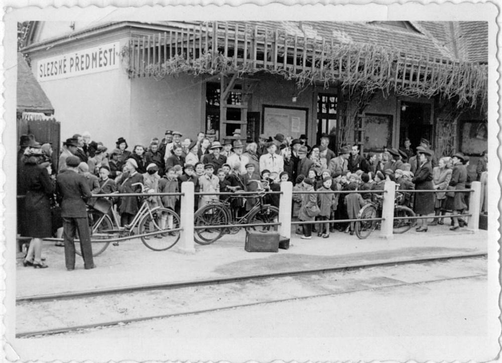 Popis: Výstava Okolo Hradce aneb Hradečáci na kole.