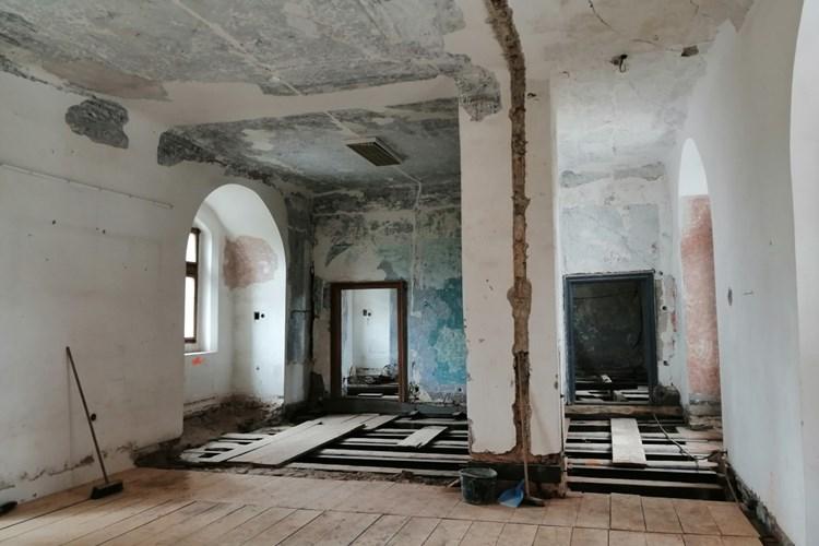 Panelová výstava přibližuje rekonstrukci muzejních expozic strakonického hradu