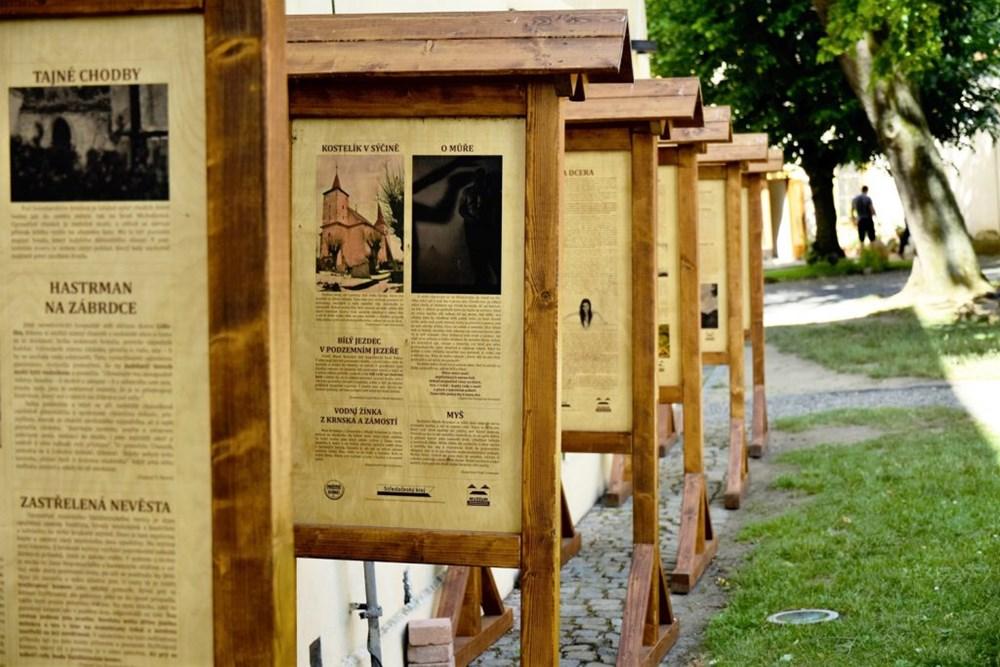 Popis: Výstava Pověstné báchorky Mladoboleslavska je k vidění na nádvoří Mladoboleslavského hradu do konce roku 2020.