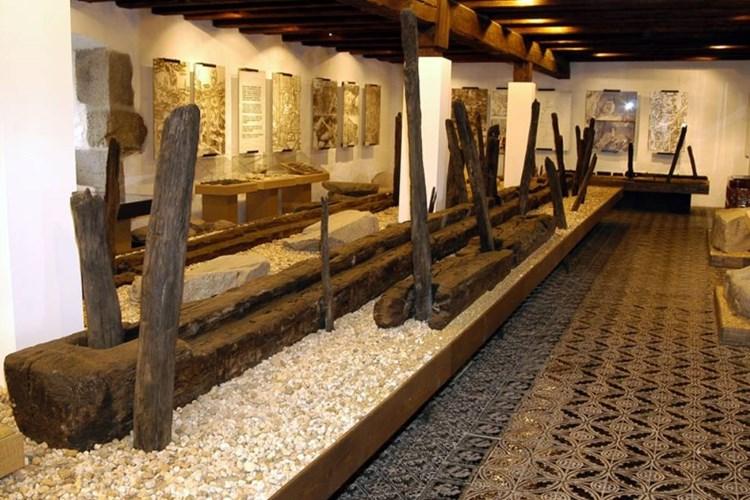 Expozice seznamuje návštěvníky s historií těžby zlata na Písecku. Ústředním exponátem je přírodní zlato