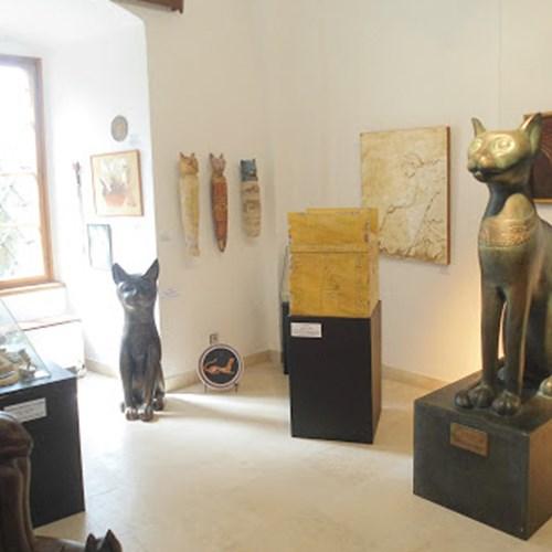 Muzeum kočky na zámku Lnáře