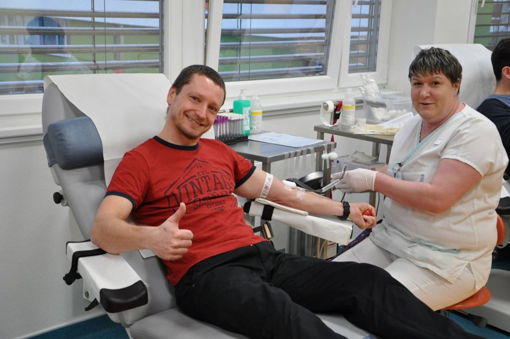 Popis: Společné dárcovství krve zahájila ve Vsetínské nemocnici Střední škola Kostka.