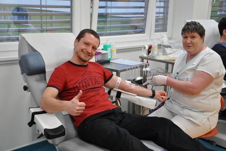 Společné dárcovství krve zahájila ve Vsetínské nemocnici Střední škola Kostka