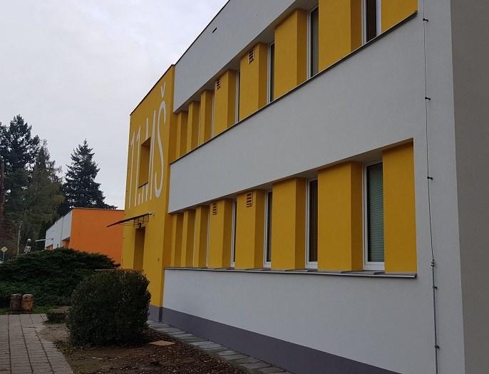 Popis: Zrekonstruovaná školka na Hradišti je nyní zateplená.