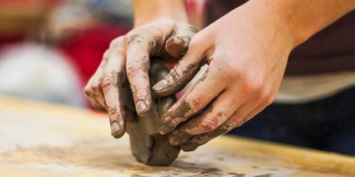Tvoření z hlíny.