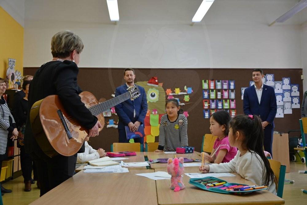 Popis: Pardubice usilují o dotaci, která by pomohla školám s integrací cizinců.