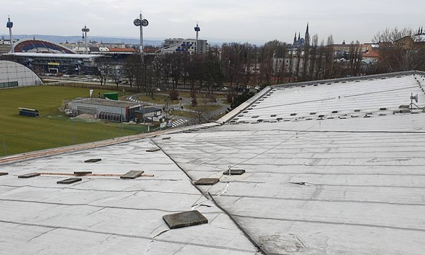 Popis: Střecha krytého bazénu v Olomouci.