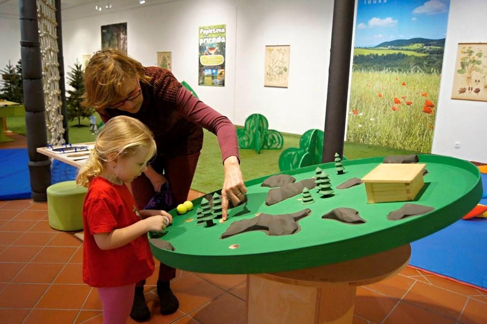 Popis: V Muzejíčku se otevřela nová interaktivní výstava s názvem Herna plná přírody. Můžete ji navštěvovat do 10. května.