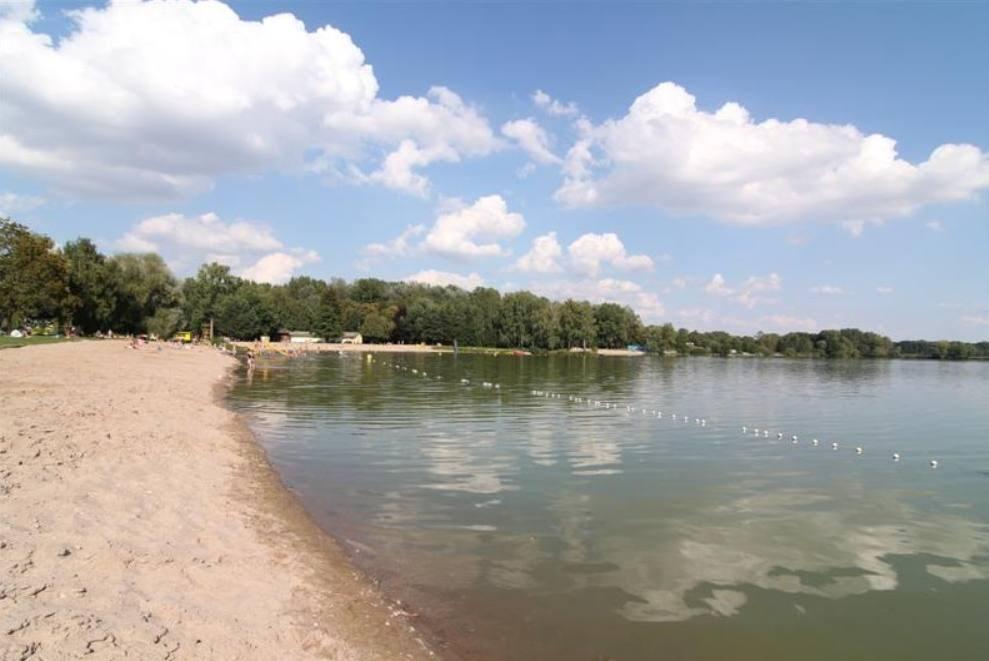 Přírodní koupaliště Jezero Poděbrady.