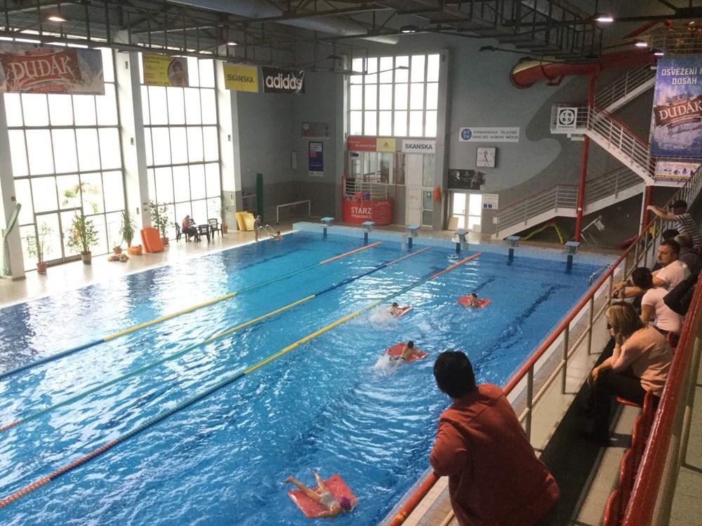 Krytý bazén Plaveckého stadionu ve Strakonicích.