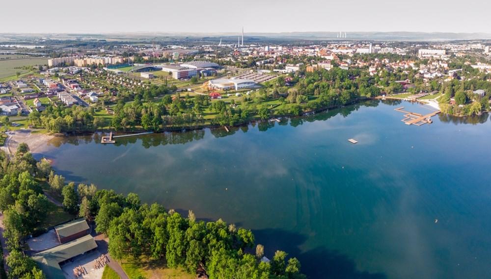 Letecký pohled na Kamencové jezero.