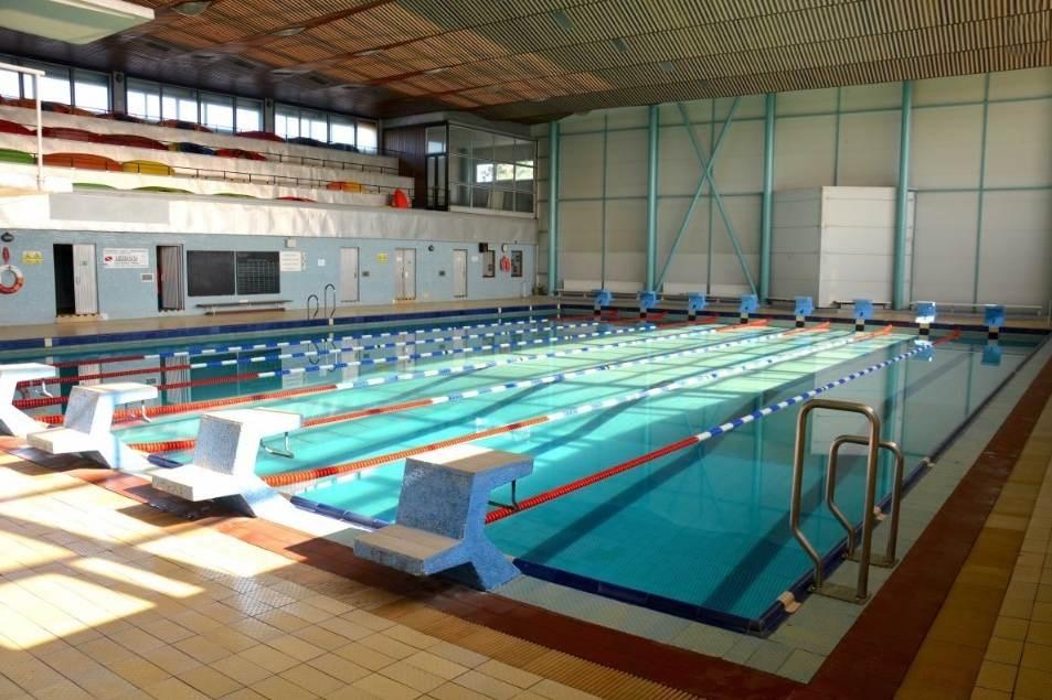 Krytý plavecký bazén na Zeleném pruhu.