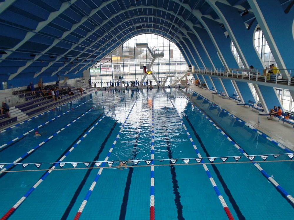 Krytý bazén Plaveckého stadionu Podolí.