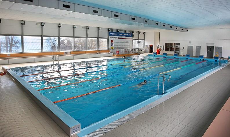 Plavecký bazén v Holešovicích.