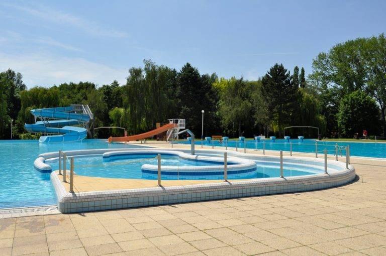 Letní koupaliště a bazén v Mělníku.