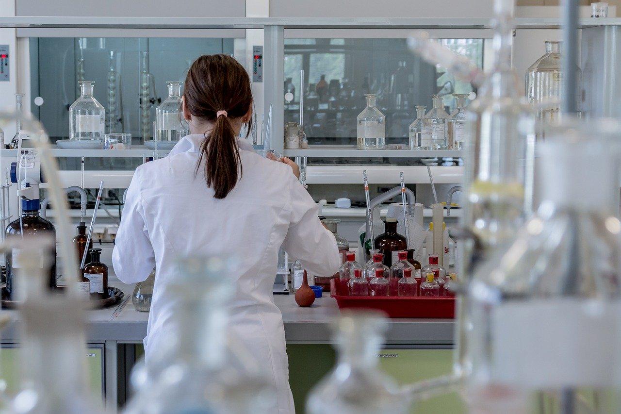 Účastnici 8. ročníku ChemQuestu ukázali i letos, že kreativita a nápaditost jsou neodlučitelnou součástí vědy