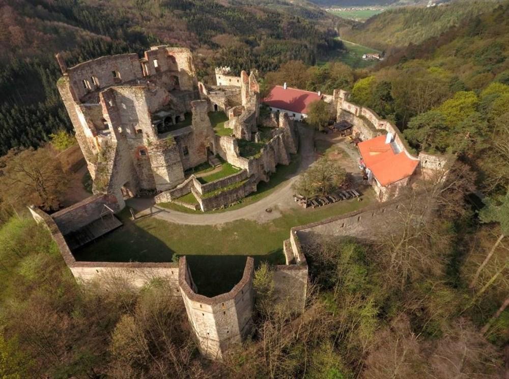 Letecký pohled na hrad Boskovice.