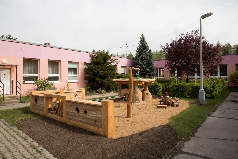 Přírodní zahrada školy Na Vyhaslém představuje všechny kontinenty